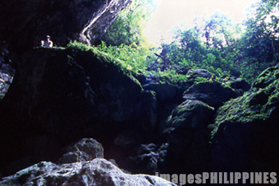 Lumiang Coffin Cave entrance.