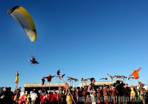 Hovering Kite,  Place Taken: Pampanga take on  Date Taken: 2010