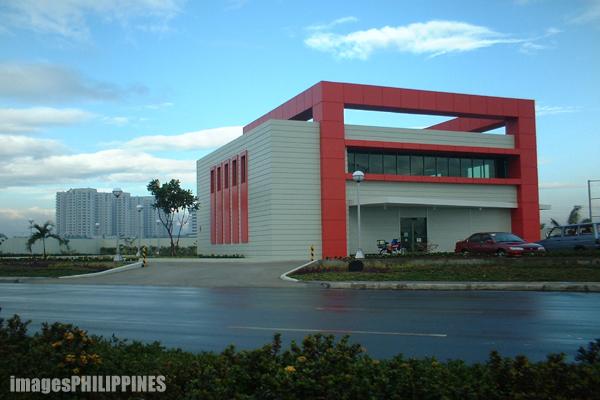"""""""Metrobank in Roxas Boulevard"""",  Place Taken: Pasay City take on  Date Taken: 2003"""