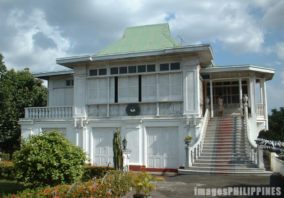 �Don Felipe Agoncillo Ancestral House�,  Place Taken: Batangas take on  Date Taken: 2003