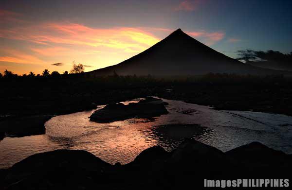 """""""Mayon Sunset"""",  Place Taken: Albay take on  Date Taken: 2002"""