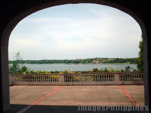 """Paoay Lake as viewed from Malaca�ang Ti Amianan , 
