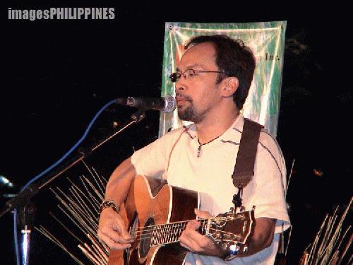 """""""Artist Noel Cabangon Sings for Clean Air"""",  Place Taken: Metro Manila take on  Date Taken: 2004"""