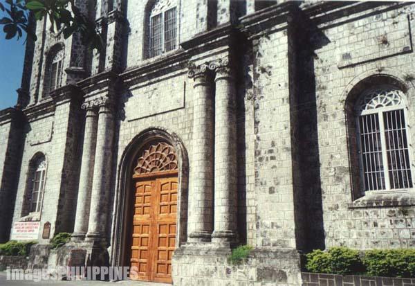 �Molo Church�,  Place Taken: Iloilo take on  Date Taken: 2002