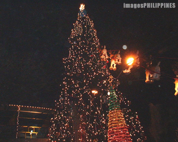 """Giant Christmas Tree, Araneta Center"" ,  Place Taken: Metro Manila take on  Date Taken: 2002"